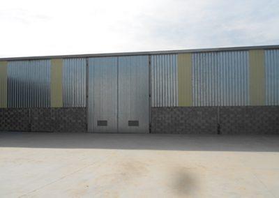 Estructura, cerramientos y puerta de acceso